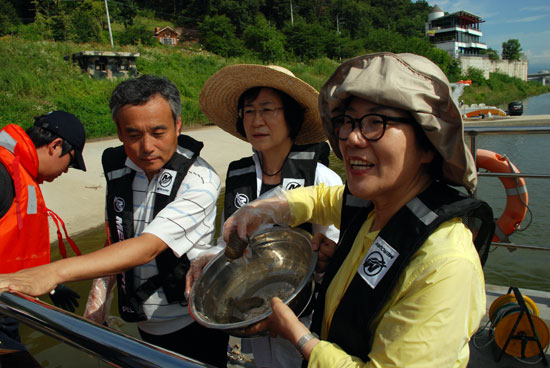 남한강 뒤덮은 큰빗이끼벌레 호수화 증거 2