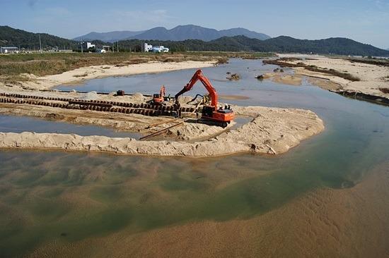 삽질 당한 4대강, 22조원 퍼부어 생태계 파괴 3