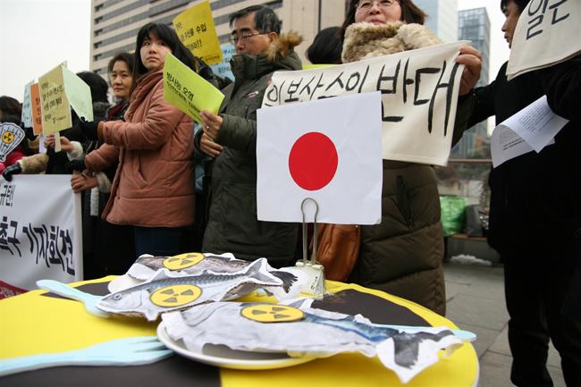 ▲ 지난 1월 21일 서울시 광화문 광장에서 환경시민단체가 일본산 수산물 수입재개에 반대하며 집회시위를 이어가고 있다. ⓒ 정대희