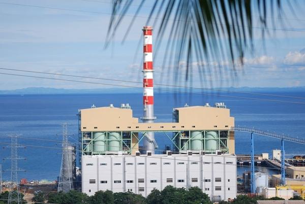 한전이 필리핀 현지 전력회사와 공동으로 설립한 합자회사(KSPC)가 운영하는 세부 석탄화력 발전소. 사진=Ubo Pakes