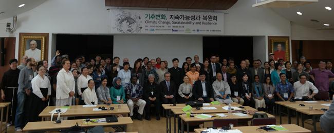 4월 30일 명동성당 코스트홀의 국내외 종교계, 시민사회의 국제회의 참가자들 (C) 기후변화대응 아시아시민사회 컨퍼런스 조직위원회