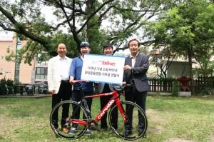 사진 왼쪽에서 두번째가 김범진(28)씨 ⓒ정대희