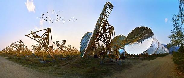 2016년 2월 24일, 스위스 제네바 – 세계무역기구(WTO)는 오늘 자국 재생에너지의 빠른 증가와 지역 일자리 창출을 목표로 하는 인도 태양광 에너지 정책(India's National Solar Mission)에 반하는 재결을 내렸다. 인도 태양광 에너지 정책은 매년 100GWh의 태양광 에너지를 생산함으로써 2022년 까지 수백만 명에게 에너지를 가져다 줄 것이다.  ©Friends of the Earth International