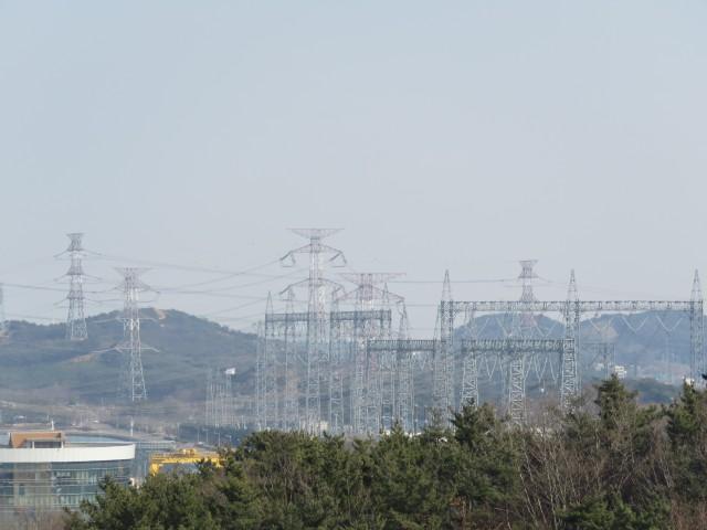 화력발전소 주변 송전선 Ⓒ환경운동연합