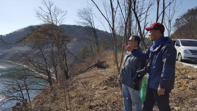 사라왁 강 살리기 네트워크(Save Rivers) 대표 피터 칼랑과 대구환경운동연합 정수근 처장 Ⓒ환경운동연합