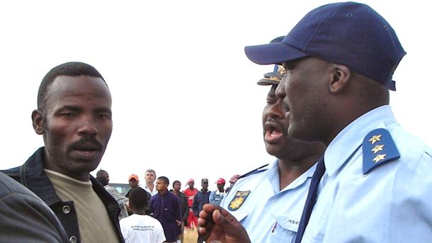 호주 광산채굴기업 MRC에 맞서 오랫동안 활동해오던 시코스피 바주카 레드히브(Sikhosiphi Bazooka Radhebe)가 3월 22일 저녁 괴한의 총에 맞아 숨졌다. ⓒFriends of the Earth South Africa, GroundWork