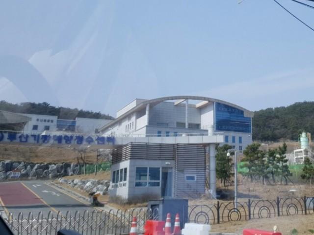 주민들의 충분한 동의 없이 추진하는 해수담수화 수돗물 공급. 부산시 해양 정수센터.Ⓒ 환경운동연합