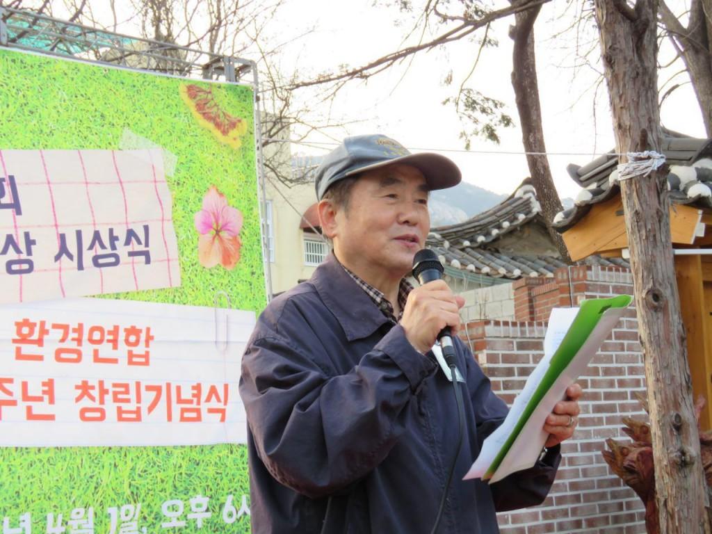 심사 기준과 선정과정 등 심사평을 발표하고 있는 김정욱 심사위원장 ⓒ환경운동연합