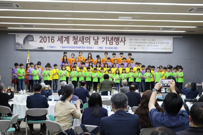 순천인안초의 오카리나 축하공연 ⓒ 환경운동연합 김현경
