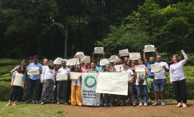 스리랑카, 네팔, 팔레스타인, 말레이시아, 파푸아뉴기니, 동티모르, 호주에서 온 활동가들이 , 를 자국 언어로 적어 행동에 참여하고 있다.