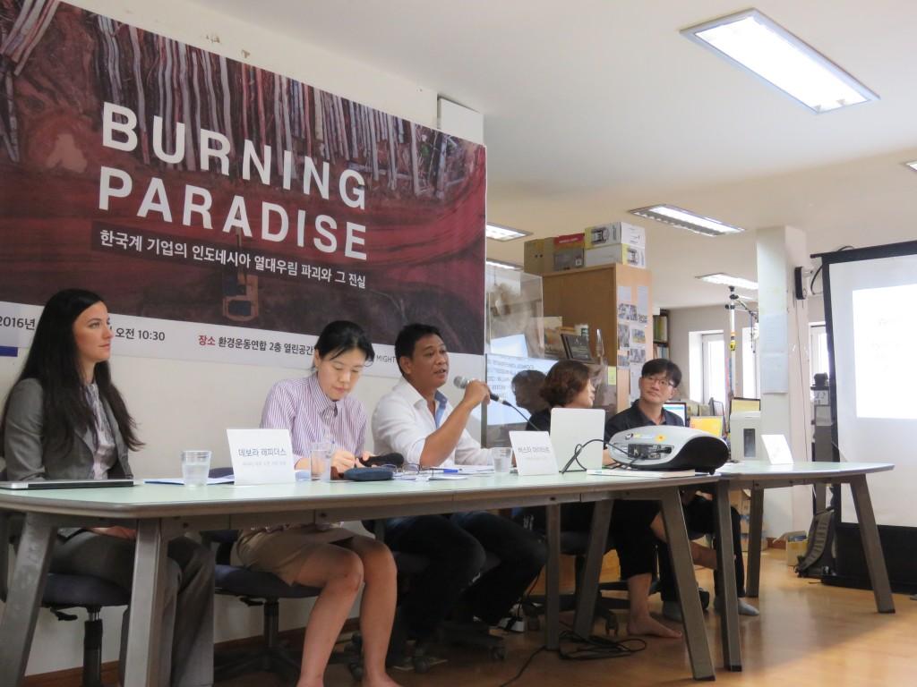 """9월 7일 환경연합과 국제환경연구 캠페인 단체 마이티는 -""""Burning Paradise"""" 한국계 기업의 인도네시아 열대우림 파괴와 그 진실-이라는 주제로 기자회견을 열었다.ⓒ환경운동연합"""