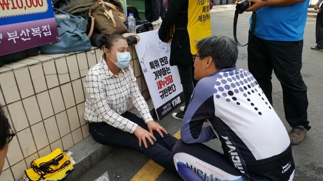 가습기살균제 사망자가 1000명을 넘었다. 멀리 밀양에서 가습기 피해자 안은주씨도 아픈 몸을 이끌고 기자회견에 참석했다. ⓒ환경운동연합