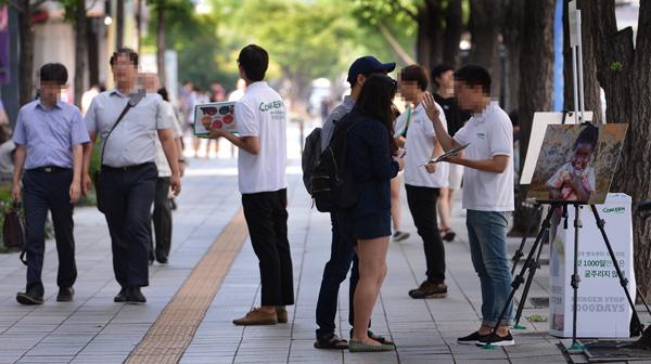 한국진출 국제비영리단체들은 왜 '거리회원모집'에 올인할까(출처:경향신문)
