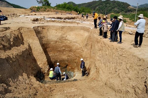 금강마을 금강사 절터에서는 고려시대로 추정되는 보물급 유물들이 쏟아져 나왔다. 이 정도 되면 금강사터를 원형 보존하는 것이 옳으나, 영주댐 담수로 금강사 터는 수몰될 예정이다.ⓒ정수근
