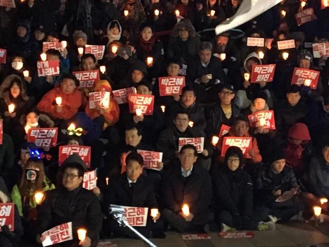 2일 저녁 박근혜 퇴진 촛불집회에 참석하는 박원순시장 ⓒ환경운동연합