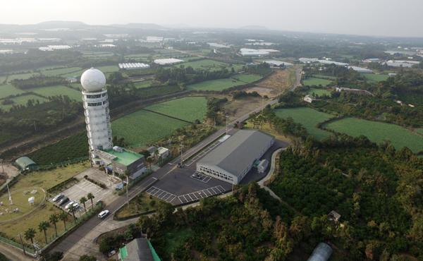 제주 제2공항이 서귀포시 성산읍 신산, 온평리 일대에 2025년 개항 목표로 추진될 전망이다. 10일 성산읍 성산기상대 상공에서 본사 드론으로 촬영한 제주 제2공항 건립 예정지. 한라일보 ⓒ김희동천기자