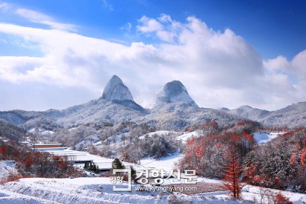 진안 마이산이 한국인이 꼭 가봐야 할 관광 100선에 선정됐다. 한국관광 100선은 관광지 인지도와 만족도, 방문 의향, 통신사·네비게이션 분석, 관광객 증가율, 검색량 등 빅데이터 분석과 전문가들의 평가를 종합해 선정한다.ⓒ경향신문
