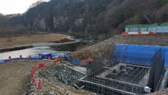 수자원공사 성덕댐관리단의 길안천 취수시설 설치공사는 길안천의 물을 안동시 길안면 송사리에서 영천댐으로 흘려보내 경산, 영천, 경주 등 경북 동남부지역에 용수를 공급하려는 의도로 진행돼왔다. ⓒ범시민연대