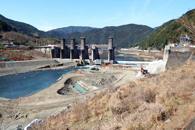 필자가 2015년 현장 방문 당시 한창 철거가 진행중인 아라세댐 ⓒ정수근