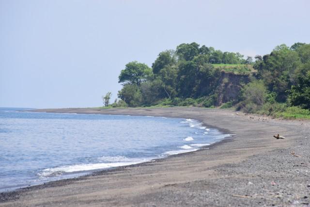 롬복 북부쪽 검은모래 해변 ⓒ홍선기
