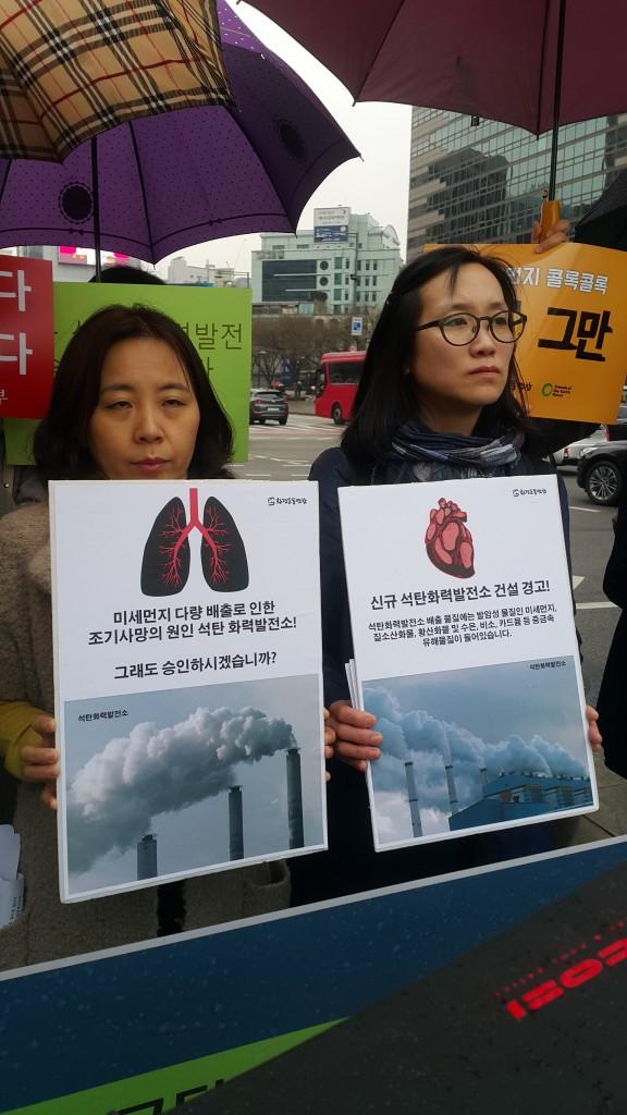 미세먼지시민운동본부 김민수 대표와 환경운동연합 미세먼지특별위원 장하나 권력감시팀장 ⓒ이연규