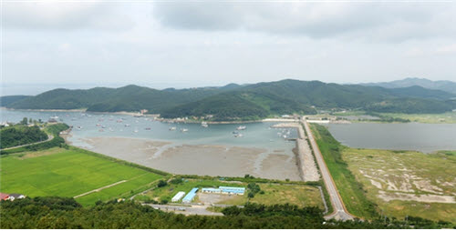 최근 해수유통을 결정한 보령호 전경. 출처 : 금강일보