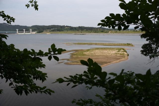 병성천의 역행침식으로 상주보 아래 새로 생겨난 모래섬. 이곳은 과거 준설을 다 했던 곳인데, 새로운 모래섬이 탄생했다. ⓒ 대구환경연합 정수근