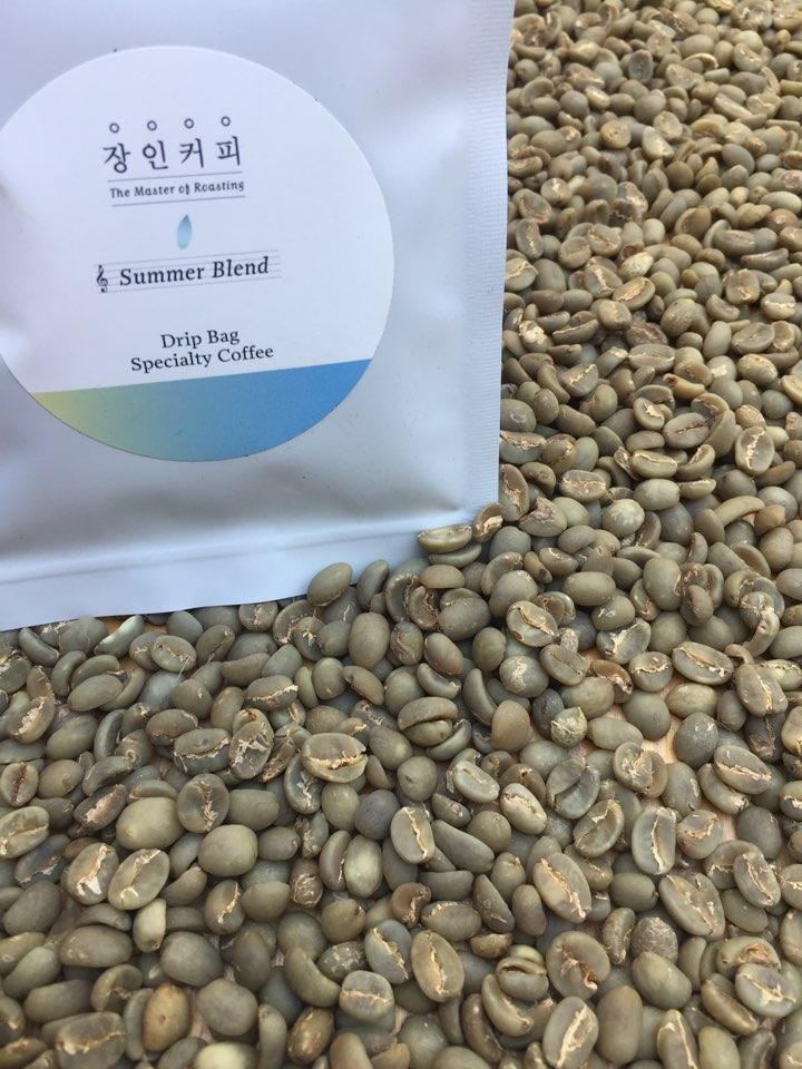 커피콩 green bean 콩의 종류에 따라 노란색을 띌수도 녹두색을 띨수도 있다