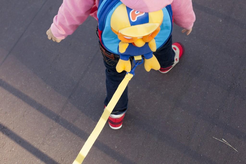 생후 26개월 된 딸 두리는 망아지처럼 한시도 가만있지 않는 아이입니다. 외출하려면 끈 달린 미아방지 가방은 필수품이죠. 그런 두리에게 미세먼지는 정말 가혹한 형벌입니다.