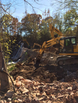 Removing Shuford Dam in North Carolina. ⓒ Erin McCombs