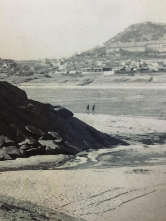 얼어 붙은 한강을 걸어서 건너는 사람들ⓒ 영등포구 포토소셜역사관