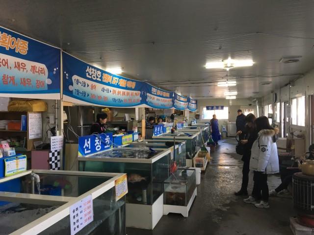 한강에서 잡은 물고기를 직접 판매하는 어민들ⓒ김준성