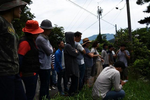 지리산 생명연대 사무국장으로부터 지리산댐 계획에 대한 설명을 듣고 있다ⓒ 정수근
