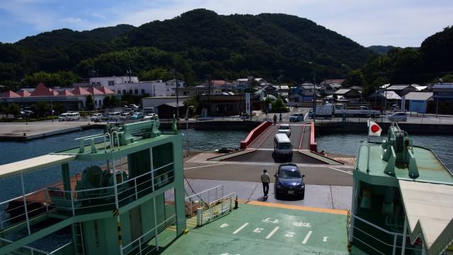 일본 섬의 항포구. 행정, 쇼핑, 의료, 정보센터가 집중되어 있다(오자키 카미지마)