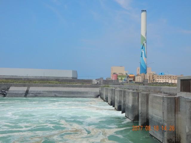 타이중 석탄화력발전소와 배출되는 온배수