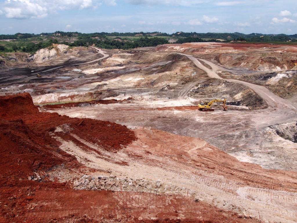 광산개발 후 방치되는 나대지. 하천오염의 원인이 되고 있다.ⓒ홍선기
