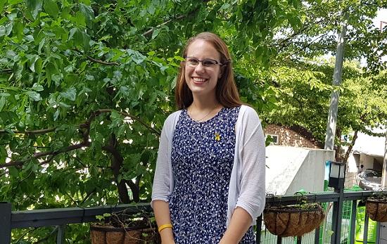 회화나무 카페 앞 정원에서 와 인터뷰를 이어가고 있는 카리나 슈마허. ⓒ 윤연정