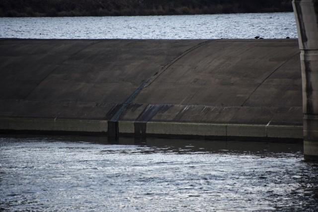 달성보 고정보에서 물이 새는 누수 현장이 목격됐다ⓒ 대구환경운동연합 정수근
