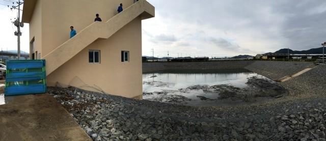 덕산들의 침수피해 사실을 인정하고, 정부에서 덕산들 한가운데 60억을 들여 인공저류조를 만들어 배수펌프 시설로 상시로 차오른 지하수를 빼내고 있다. ⓒ 대구환경운동연합 정수근