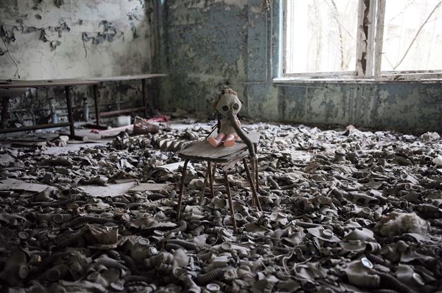 체르노빌 사고로 폐허가 된 집(사진 한겨레