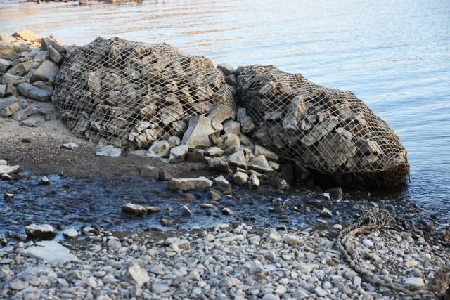 세굴 현상을 막기 위해 보 바로 아래 집어넣었던 사석 망태 ⓒ 대구환경연합 정수근