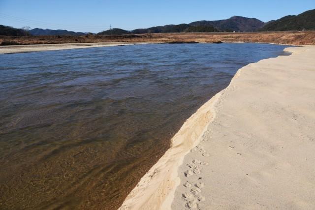 황강에서 맑은 물과 모래가 계속해서 흘러들어온다. 낙동강 보의 수문을 모두 열어라. 그러면 낙동강이 흐를 것이고, 흐르는 낙동강은 저 황강처럼 회복될 것이다. ⓒ 대구환경연합 정수근
