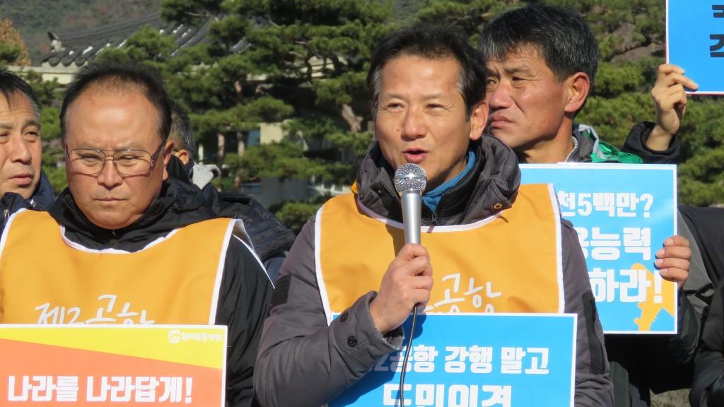발언중인 문상빈 제주제2공항반대범도민행동 공동집행위원장 ⓒ환경운동연합