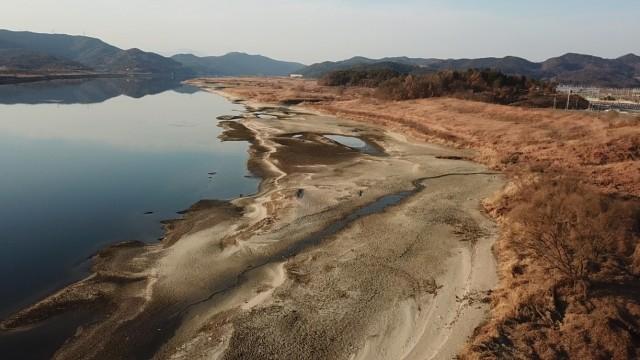 구지 낙동강변에서도 거대한 모래톱이 되돌아와 이전 낙동강의 모습을 보는 듯하다. ⓒ 대구환경연합 정수근