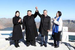 [논평] 마주잡은 두 손, 완전한 비핵화와 평화터전 구축까지 놓지 않기를 바란다