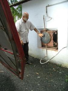 ▲ 조리를 실내에서 할 수 있도록 개량한 태양열 조리기 시스템
