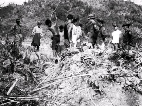 가스관 건설과 관련해 군대에 의해 강제노동에 동원된 버마 사람들